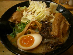 ramen(0.0), udon(0.0), noodle(1.0), meal(1.0), bãºn bã² huế(1.0), lamian(1.0), okinawa soba(1.0), chankonabe(1.0), noodle soup(1.0), japanese cuisine(1.0), bibimbap(1.0), food(1.0), dish(1.0), haejangguk(1.0), soup(1.0), cuisine(1.0), nabemono(1.0),