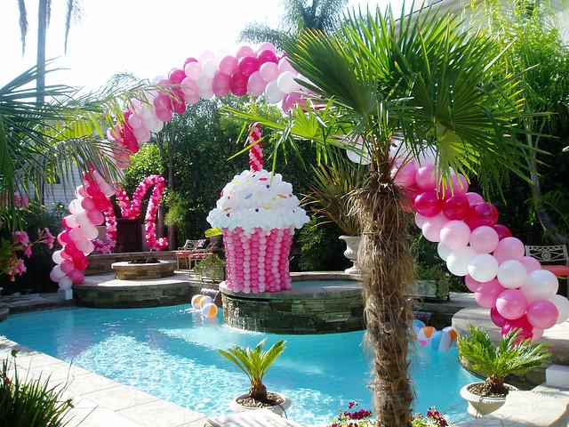 giant  balloon cupcake