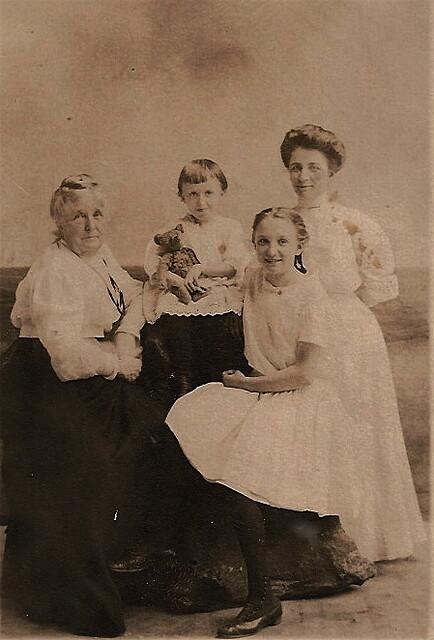 Hussey Girls c 1909
