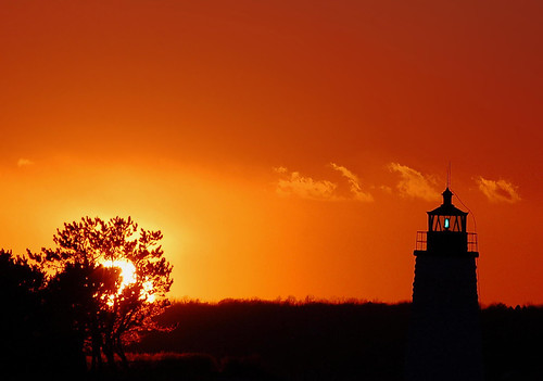 sunset lighthouse green bravo shots rhodeisland outstanding newportri narragansettbay magicdonkey i500 thegreenlight exploretop20 abigfave goatislandlight newportharborlight anawesomeshot impressedbeauty lifetravel