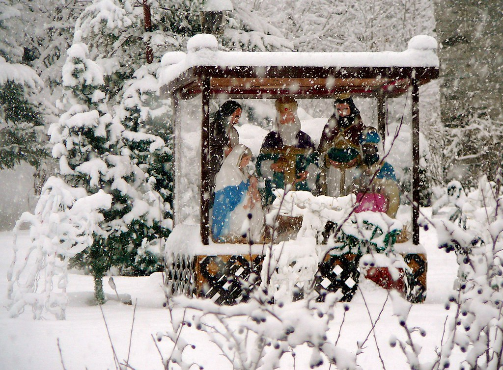 Crèche de Noël under the snow / Creche de Noel sous la neige !