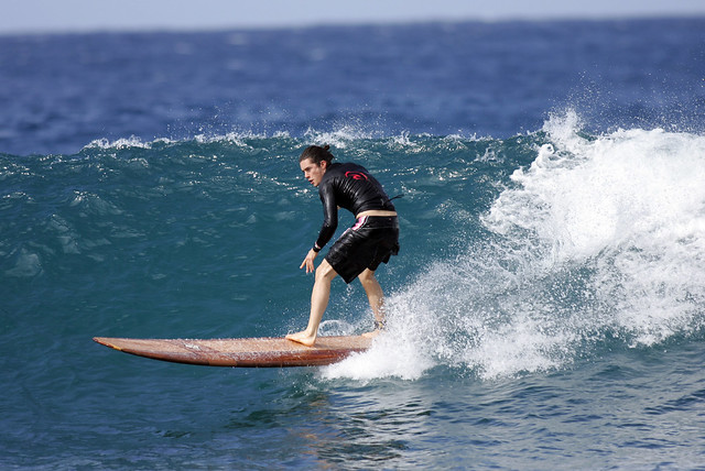Orlando Bloom surfing 3