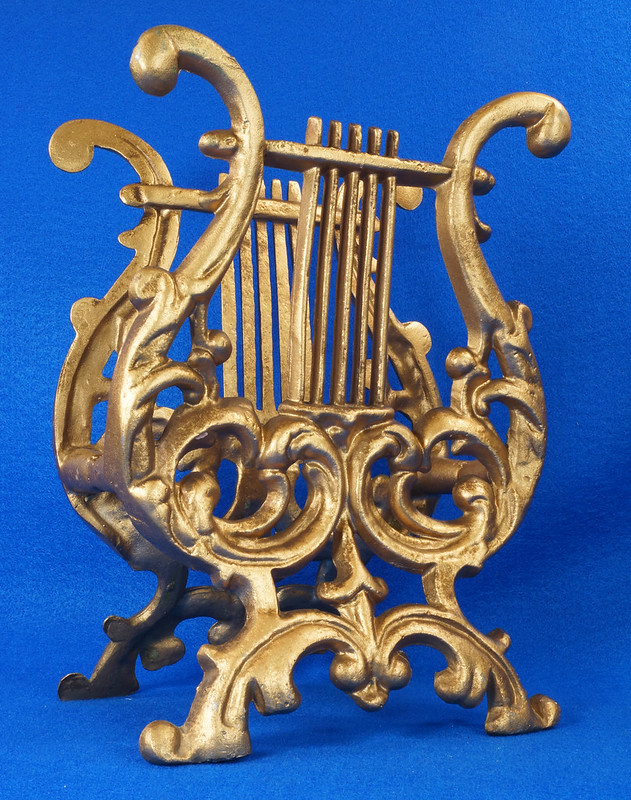 RD14722 Vintage Rack Stand Book Magazine Holder Lyre Harp Music Gold Cast Metal DSC07485