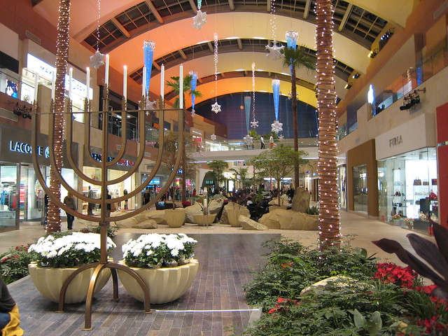 Sep 29, · This mall is huge and has just about every store you can imagine. There is a carousel and play area for kids. It is clean and has many varieties of restaurants and food vendors/5(44).
