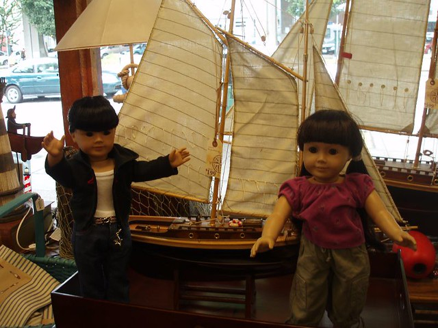 Inky and Naomi check out the pirate ships