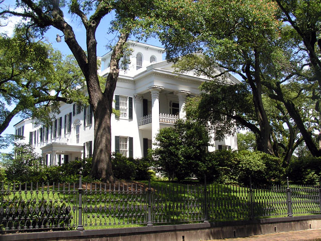 One Of Many Beautiful Antebellum Homes In Natchez Ms