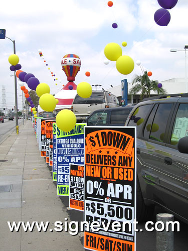 A Sign Promotion at a car dealership with large balloons