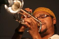 string instrument(0.0), trombone(0.0), saxophone(0.0), guitarist(0.0), singing(0.0), musician(1.0), trumpet(1.0), musical instrument(1.0), music(1.0), trumpeter(1.0), brass instrument(1.0),