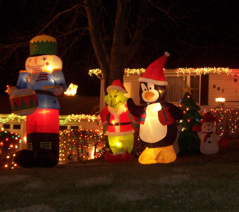 Cheap inflatable christmas decorations photograph fun che for Cheap xmas decorations
