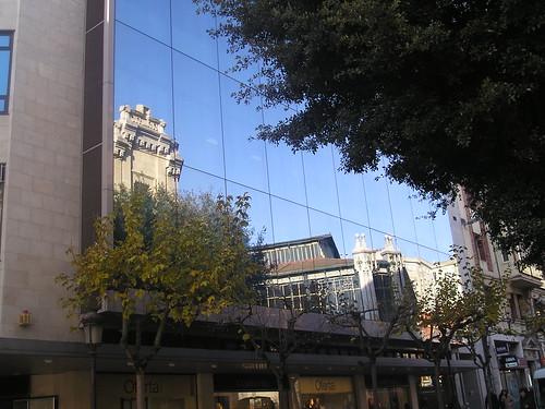 Plaza Esperanza y su reflejo