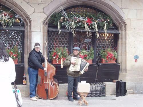200612120097_Christmas-Strasbourg-musicians