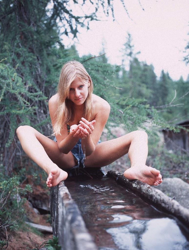 girl-teen-student-sexy-photos-into-her