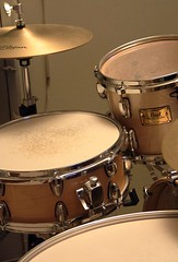 drummer(0.0), hand drum(0.0), timbales(0.0), electronic instrument(0.0), timpani(0.0), tom-tom drum(1.0), percussion(1.0), bass drum(1.0), timbale(1.0), snare drum(1.0), drums(1.0), drum(1.0), skin-head percussion instrument(1.0),