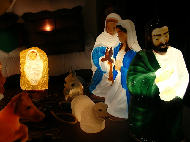 """internally-lit nativity scene"" di sushiesque"