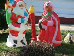 monument(0.0), garden gnome(1.0), lawn ornament(1.0), santa claus(1.0), christmas(1.0), statue(1.0),