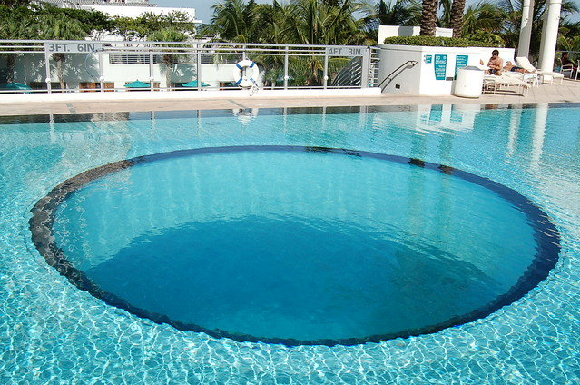 Glass bottom pool flickr photo sharing for Glass swimming pool