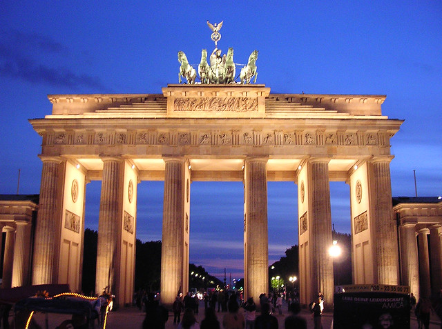 brandenburg gate at night - photo #36