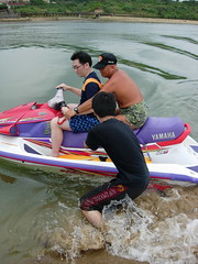 endurance sports(0.0), tubing(0.0), powerboating(0.0), paddle(0.0), vehicle(1.0), sports(1.0), race(1.0), boating(1.0), water sport(1.0), jet ski(1.0), personal water craft(1.0), watercraft(1.0), boat(1.0),