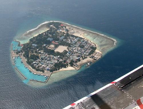 ocean geotagged island maldives airborne windowseat kaafuatoll villingiliisland geo:lat=4178991 geo:lon=73481755