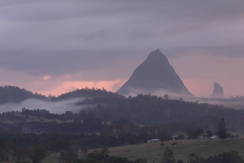 Woodford Sunrise 02 Jan 2007 - Glasshouse Mountains