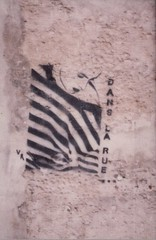 "Wall stencil ""<em>Dans la rue""</em> (in the street) - Photo by Yann Seitek on Flickr, used under Creative Commons license"