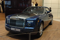 sports car(0.0), automobile(1.0), automotive exterior(1.0), rolls-royce(1.0), vehicle(1.0), performance car(1.0), automotive design(1.0), rolls-royce phantom coupã©(1.0), rolls-royce phantom(1.0), rolls-royce phantom drophead coupã©(1.0), sedan(1.0), land vehicle(1.0), luxury vehicle(1.0),