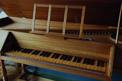 computer component(0.0), string instrument(0.0), electronic device(0.0), electric piano(0.0), organ(0.0), player piano(0.0), string instrument(0.0), celesta(1.0), piano(1.0), musical keyboard(1.0), keyboard(1.0), harpsichord(1.0), fortepiano(1.0), spinet(1.0),