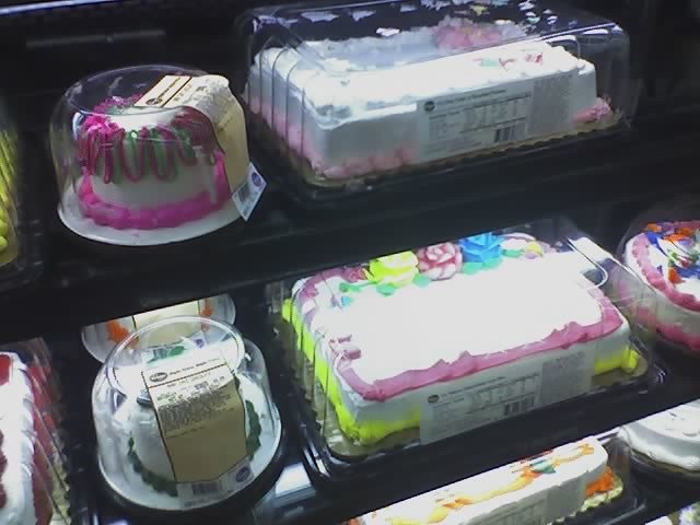 Kroger Cakes http://www.flickr.com/photos/tkennedy/434351078/