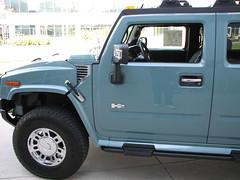 hummer h3(0.0), hummer h1(0.0), hummer h3t(0.0), automobile(1.0), automotive exterior(1.0), sport utility vehicle(1.0), vehicle(1.0), compact sport utility vehicle(1.0), hummer h2(1.0), off-road vehicle(1.0), bumper(1.0), land vehicle(1.0), luxury vehicle(1.0),