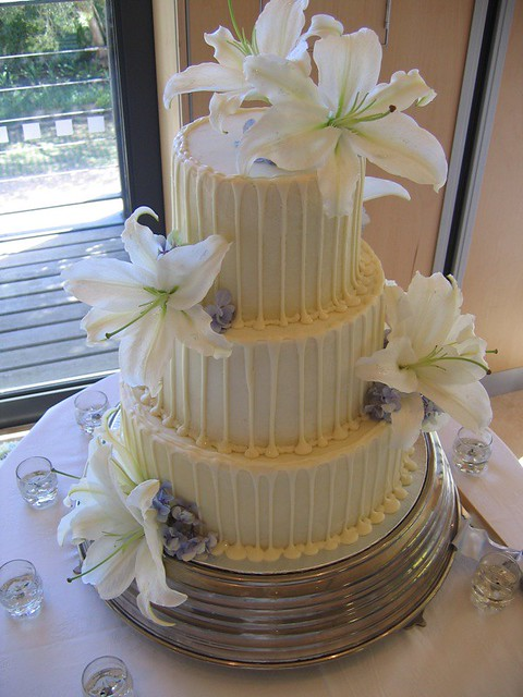 white choc ganache wedding cakes chocolate wedding cake with white chocolate ganache white 27238