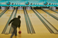team sport(0.0), bowling pin(1.0), individual sports(1.0), sports(1.0), ball game(1.0), ten-pin bowling(1.0), bowling(1.0),
