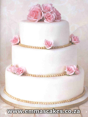 Simple traditional wedding cake Visit wwwemmascakescoza for more