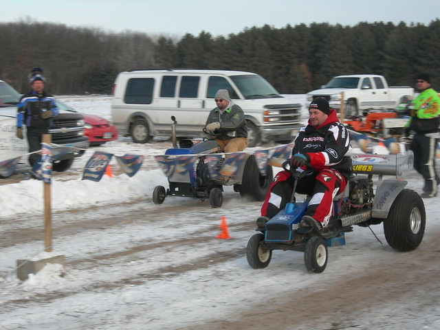 Get ready to get deep into a lawnmowers race - LawnMania.com