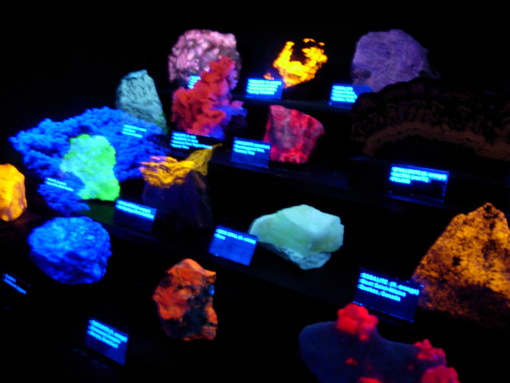 Glow In The Dark Rocks Flickr Photo Sharing