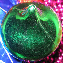 liquid bubble(0.0), christmas decoration(0.0), jewellery(0.0), glitter(0.0), gemstone(0.0), glass(0.0), sphere(1.0), macro photography(1.0), green(1.0), circle(1.0),