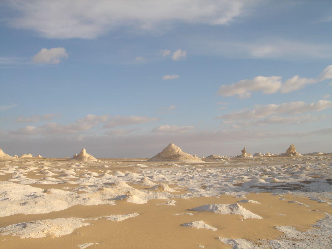 白砂漠と空の風景