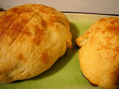 breakfast, bread, cheese bun, baked goods, ciabatta, food, dish, cuisine, scone,