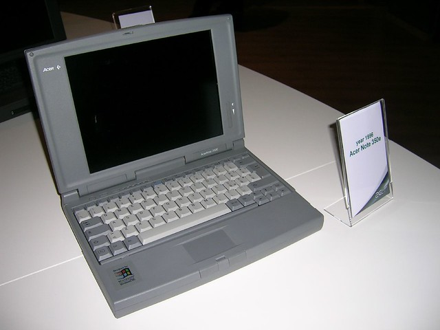 Spruce Up Your Old Mobile With A New Lock Screen Look: Acer Note 350e (1996)