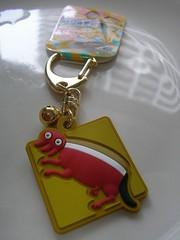locket(0.0), jewellery(0.0), chain(0.0), necklace(0.0), pendant(0.0), yellow(1.0), keychain(1.0),