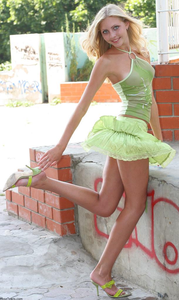 Under Skirt Pics