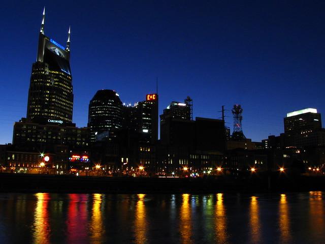 Nashville au crépuscule par SeeMidTN.com, sur Flickr.