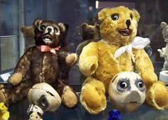 textile(0.0), teddy bear(1.0), plush(1.0), stuffed toy(1.0), bear(1.0), toy(1.0),