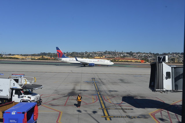 Delta N3771K 737-800 SAN 2-2-16 2