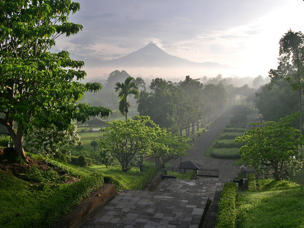 Merapi from Borobudur temple (Photo credit: Marc-André Jung)