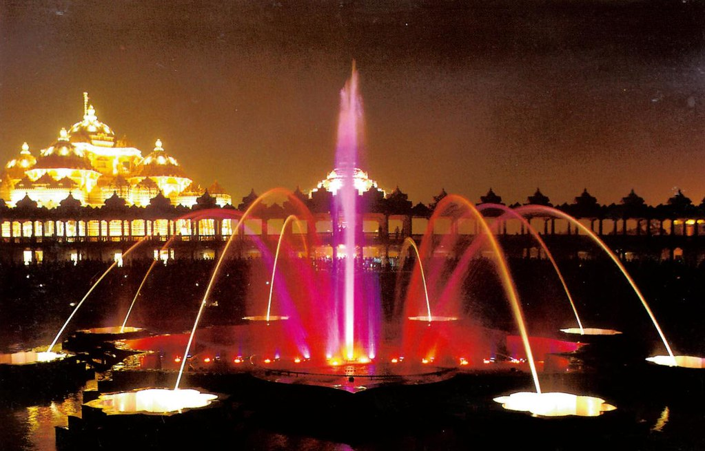 musical fountain at akshardham