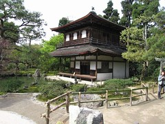 garden(0.0), pavilion(0.0), building(1.0), shinto shrine(1.0), chinese architecture(1.0), estate(1.0), shrine(1.0), pagoda(1.0),