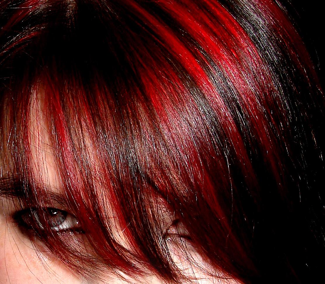 Оранжевые пряди на темных волосах фото