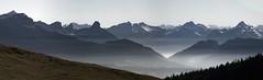 Brumes et sommets alpins