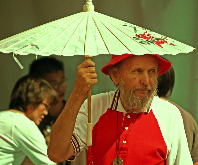 "Give a brief character sketch of the old man in ""The Umbrella Man"
