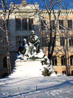 Image of Lönnrot. winter snow statue helsinki lönnrot ressunlukio realilyseo